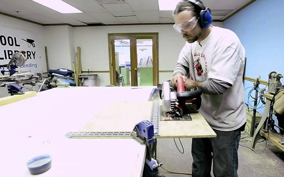 Operate Wet Tile Saw
